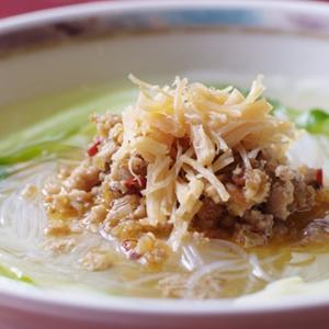 生姜や季節のお野菜と一緒に柔らかくなるまでコトコト煮込んでいただくと、消化にも良く、身体が温まるスープ
